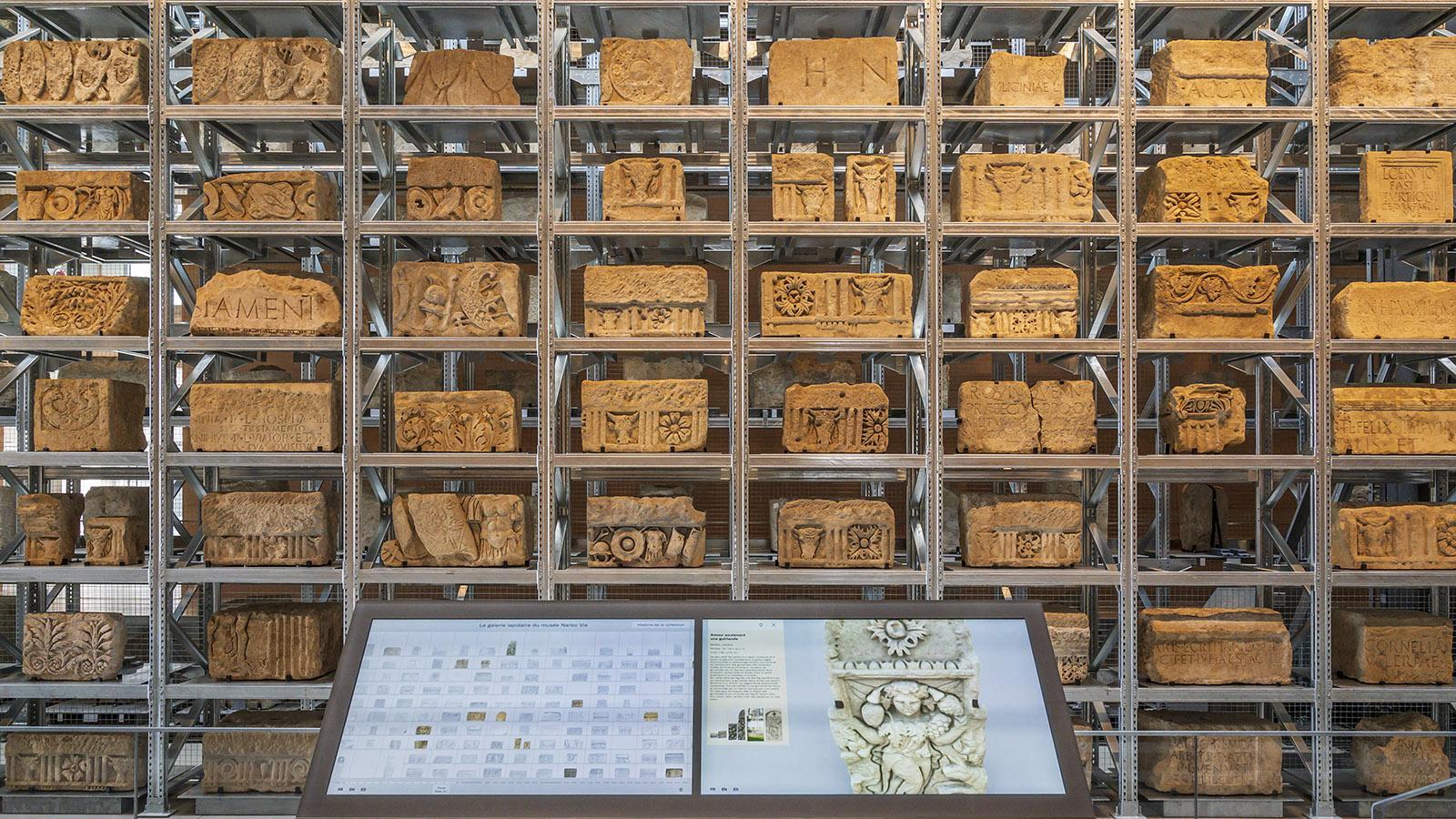 Zu jedem Stein gibt es im Lapidarium digital ergänzende Informationen. Foto: Hilke Maunder