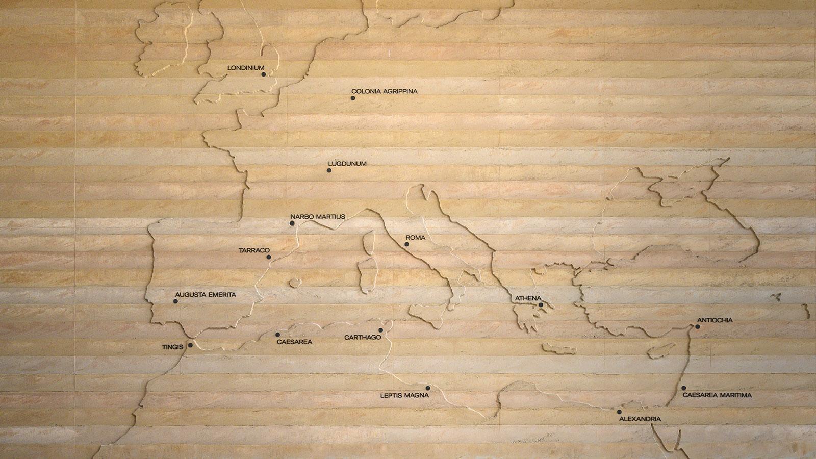 Im Foyer des NarboVia stellt eine Karte das römische Reich vor. Foto: Hilke Maunder