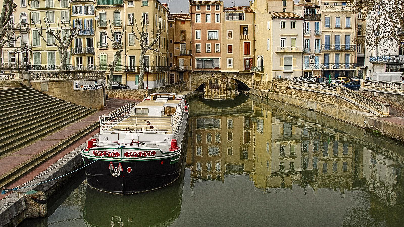 Narbonne: die Laden- und Wohnhausbrücke über den Canal de la Robine. Foto: Hilke Maunder
