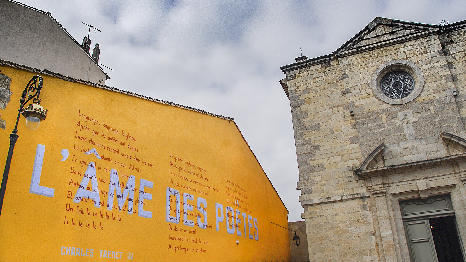 Narbonne: Ein Wandbild erinnert an Charles Trenet. Foto: Hilke Maunder