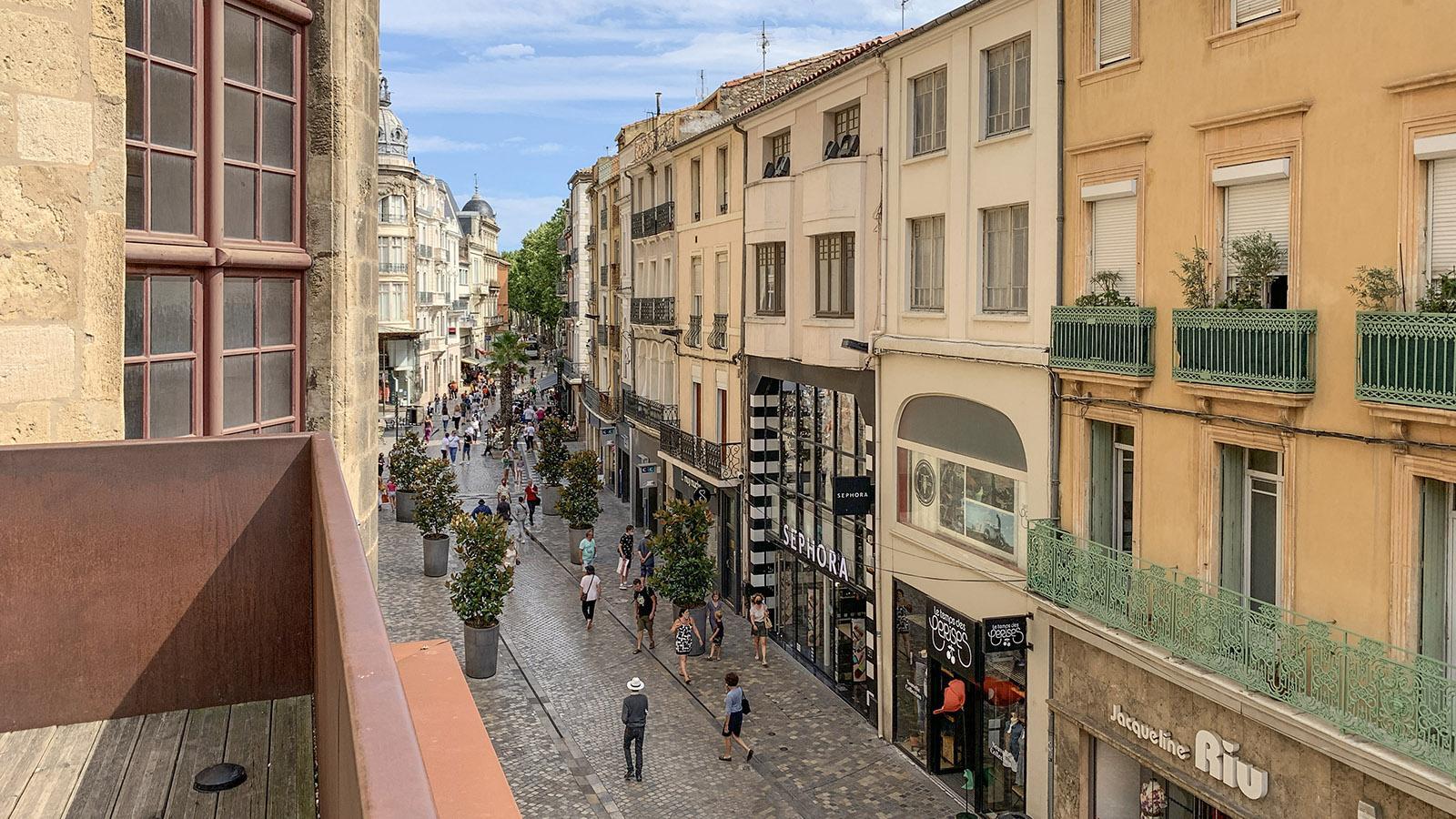 Der Blick von der Garten-Terrasse auf die Rue Jean Jaurès. Foto: Hilke Maunder