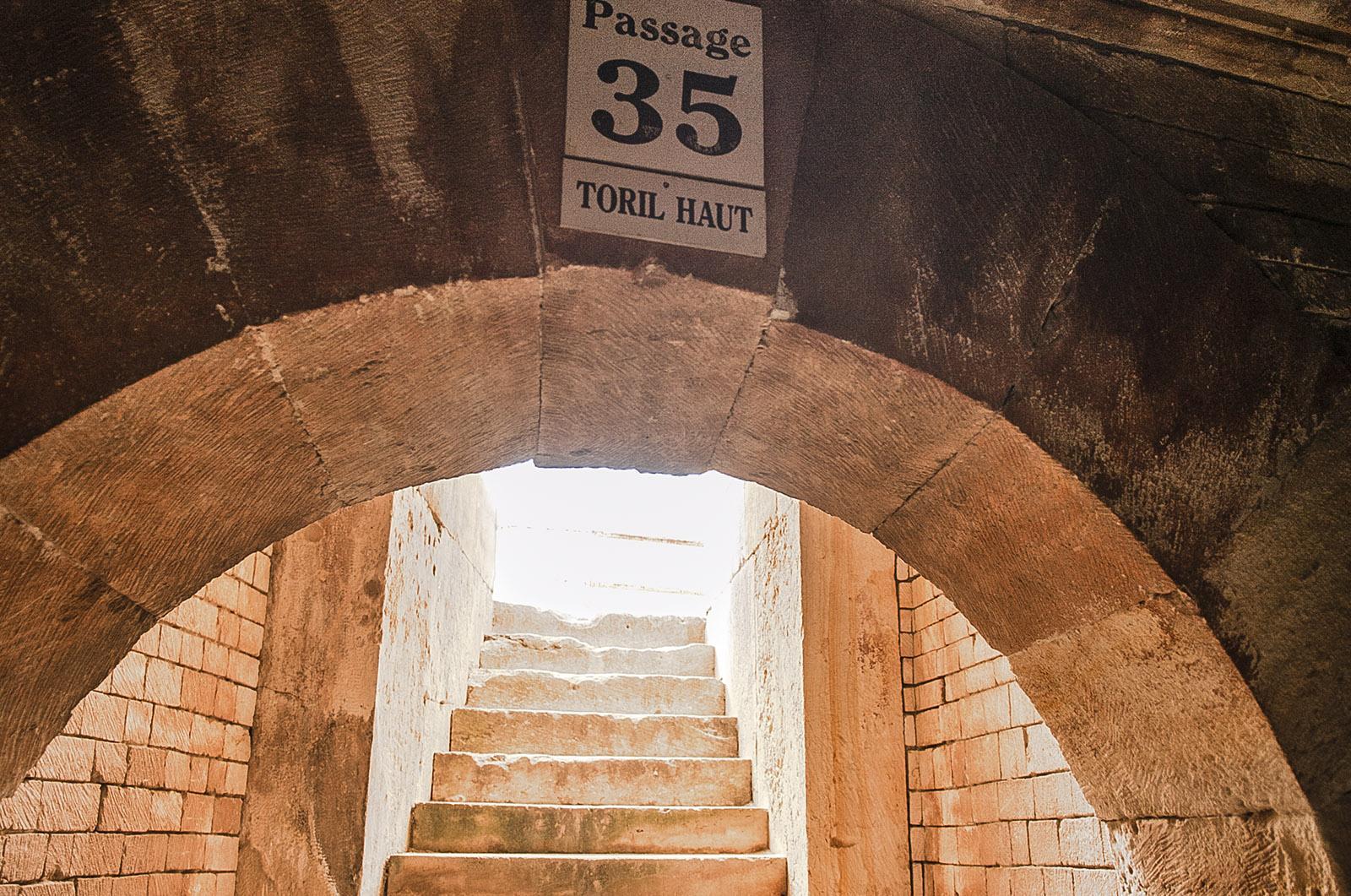 Nîmes: Die Aufgänge zu den Sitzplätzen in den Arenen. Foto: Hilke Maunder