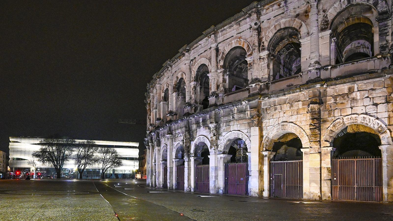 Nîmes: Museum und Arenen bei Nacht. Foto: Hilke Maunder