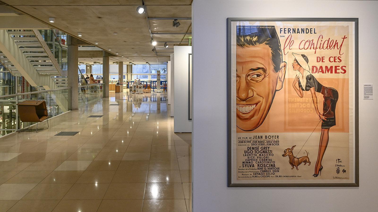 Nîmes: Im Erdgeschoss des Carré d'Art werden Wechselausstellungen gezeigt. Foto. Hilke Maunder