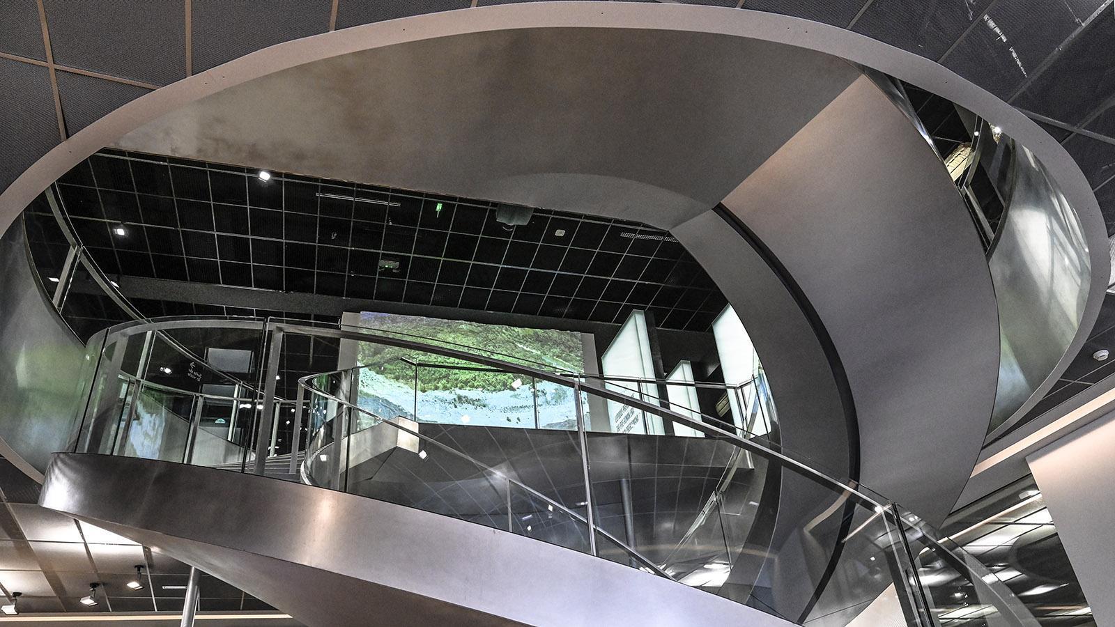 Nîmes: Die Doppeltreppe des Musée de la Romanité. Foto: Hilke Maunder