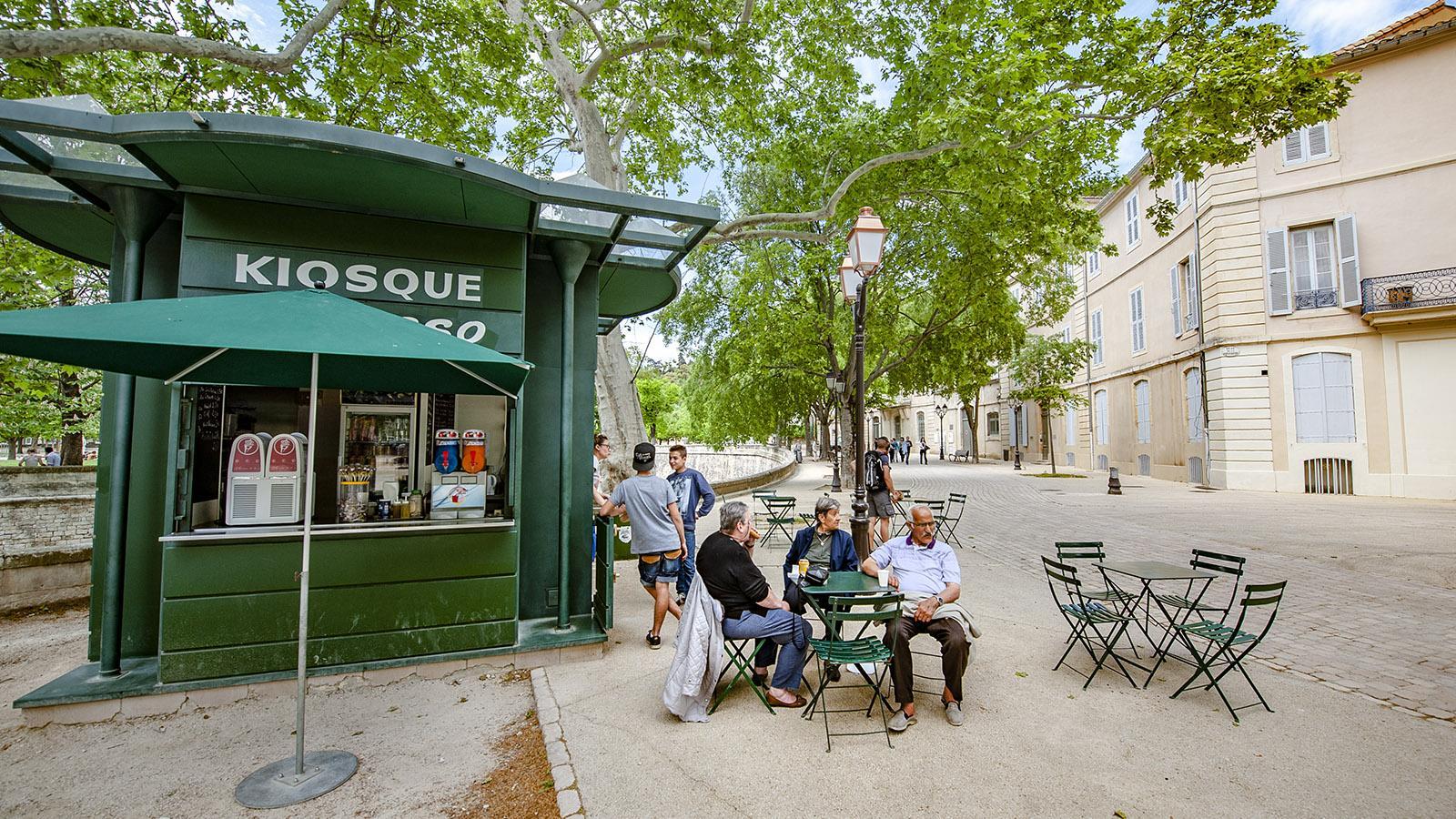 Nîmes: Kleiner Kiosk am Pétanque-Platz. Foto: Hilke Maunder