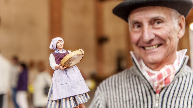 Paul Bioulez mit einem seiner Santons. Foto: Hilke Maunder