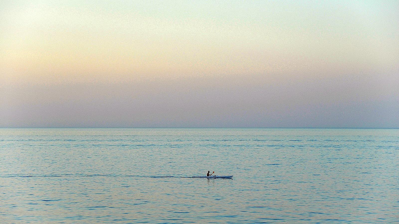 Collioure: Seekajak-Fahrer am Abend. Foto: Hilke Maunder