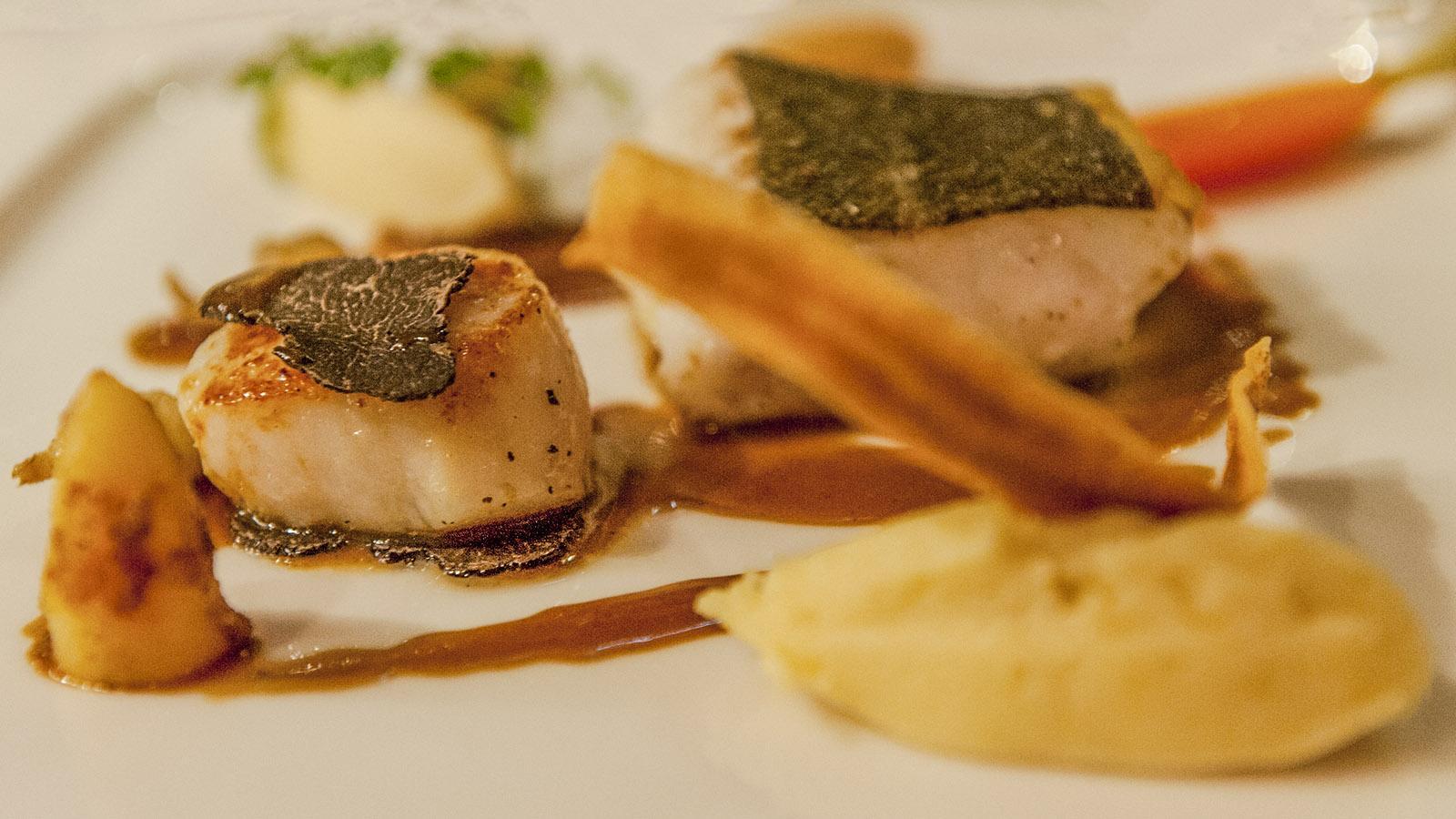 Sterneverdächtig: Die Küche von Aux Confins des Sens in Le Grand Bornand. Foto. Hilke Maunder