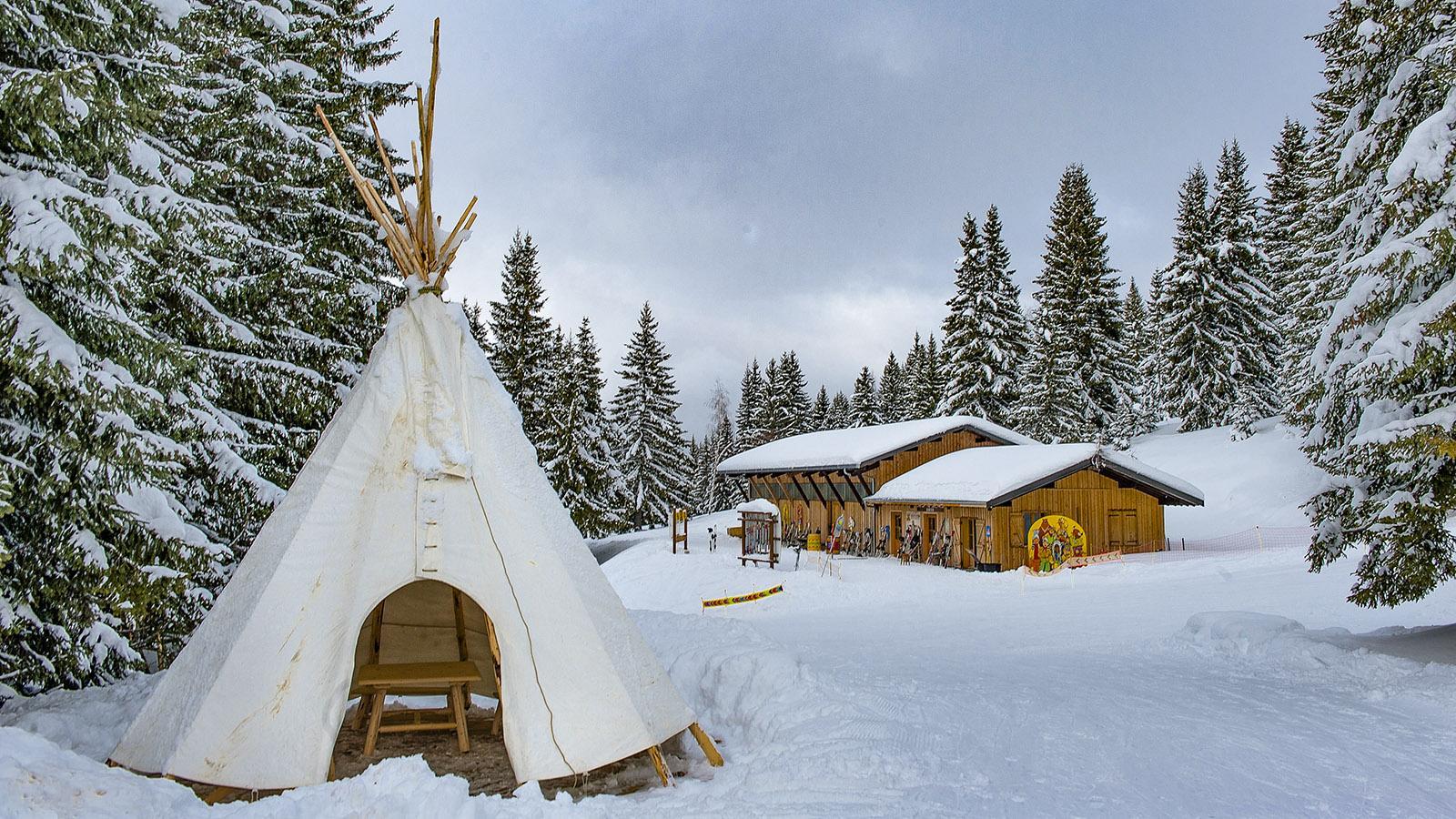 """Der """"wildes Westen"""" von Les Gets –ein Kindererlebnis im Schnee. Foto: Hilke Maunder"""