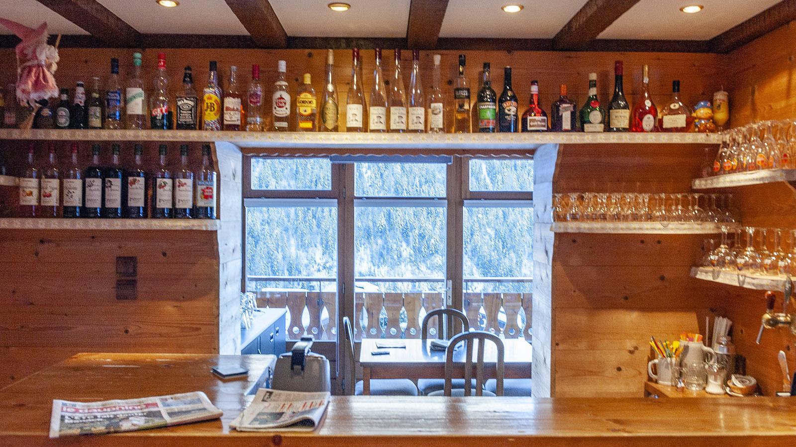 Châtel: die Bar des Hôtel Belalp - auch dort blickt ihr auf die Berge. Foto: Hilke Maunder