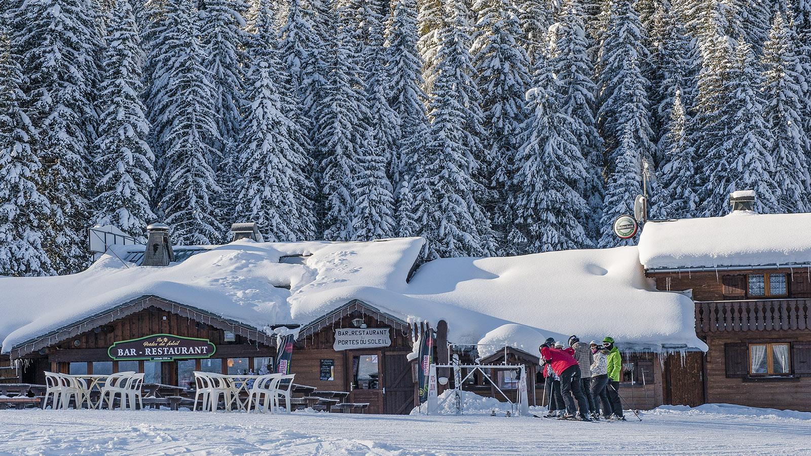 Châtel: Tief verschneit - die Berghütten im Skigebiet. Foto: Hilke Maunder