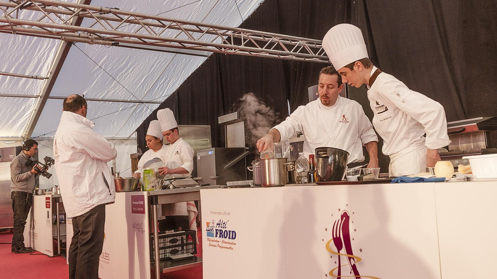 """Châtel: Das Publikum schaut zu beim Kochwettbewerb """"Neiges Étoilées"""". Foto: Hilke Maunder"""