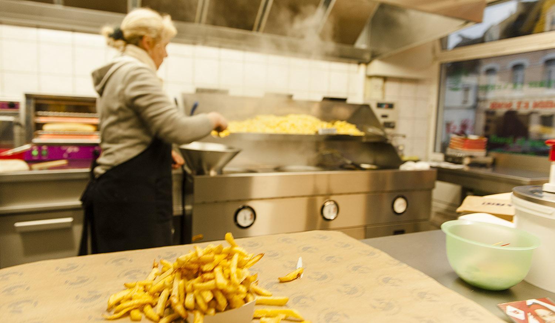 Salz oder Soße? heißt die Standardfrage, wenn ihr in Nordfrankreich Fritten bestellt. Foto: Hilke Maunder