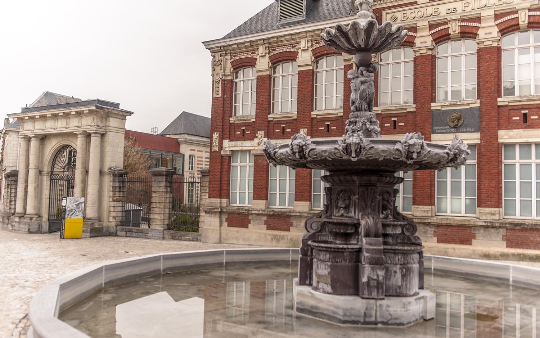 Neben dem Matisse-Museum steht dieser Brunnen. Foto: Hilke Maunder