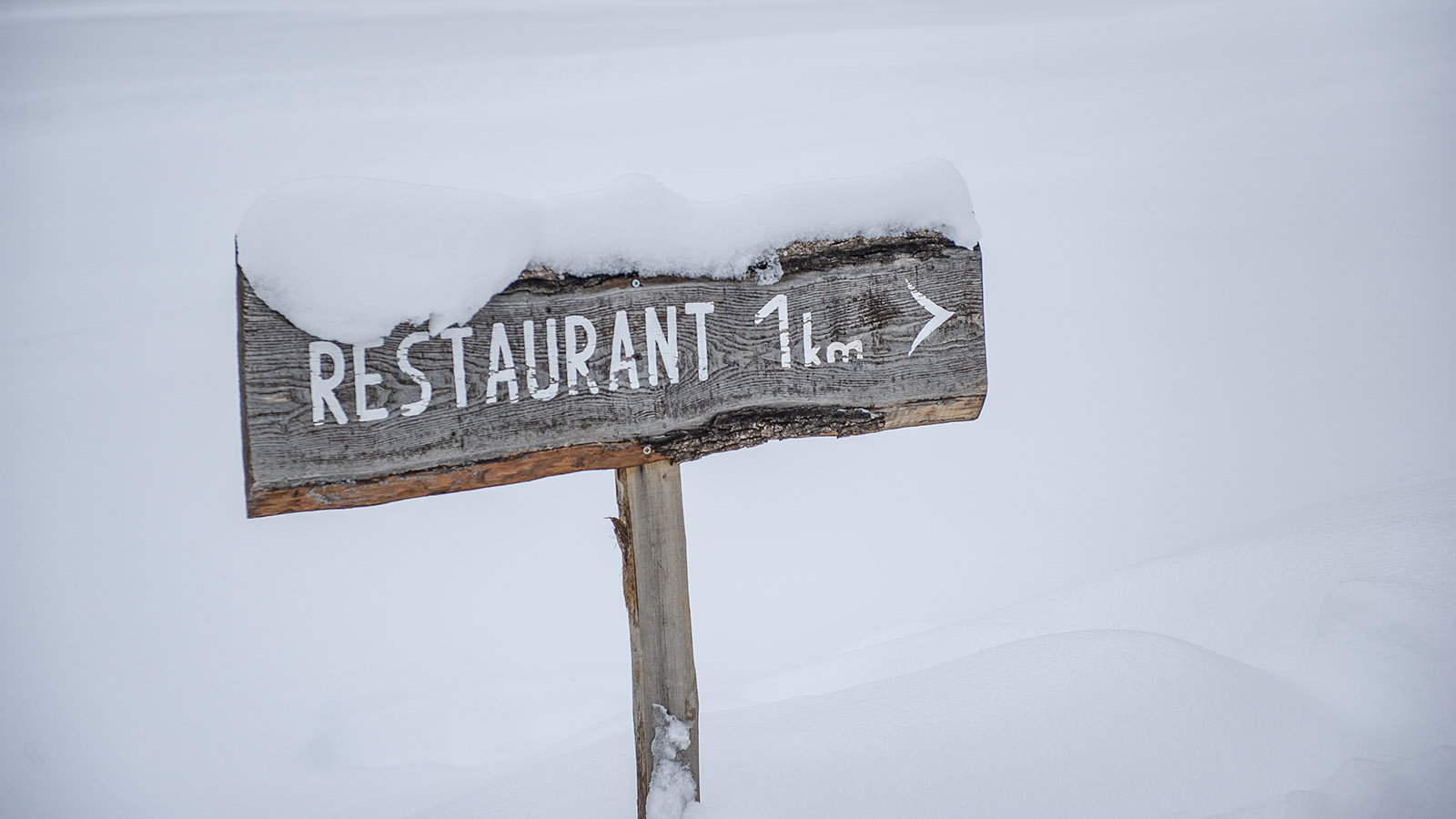 Les Gets: Wegweiser zur Berghütte Les Chevrelles. Foto: Hilke Maunder
