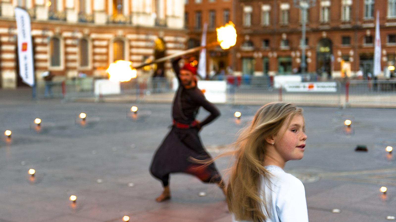 Toulouse: Feuerschlucker auf der Place du Capitole. Foto: Hilke Maunder