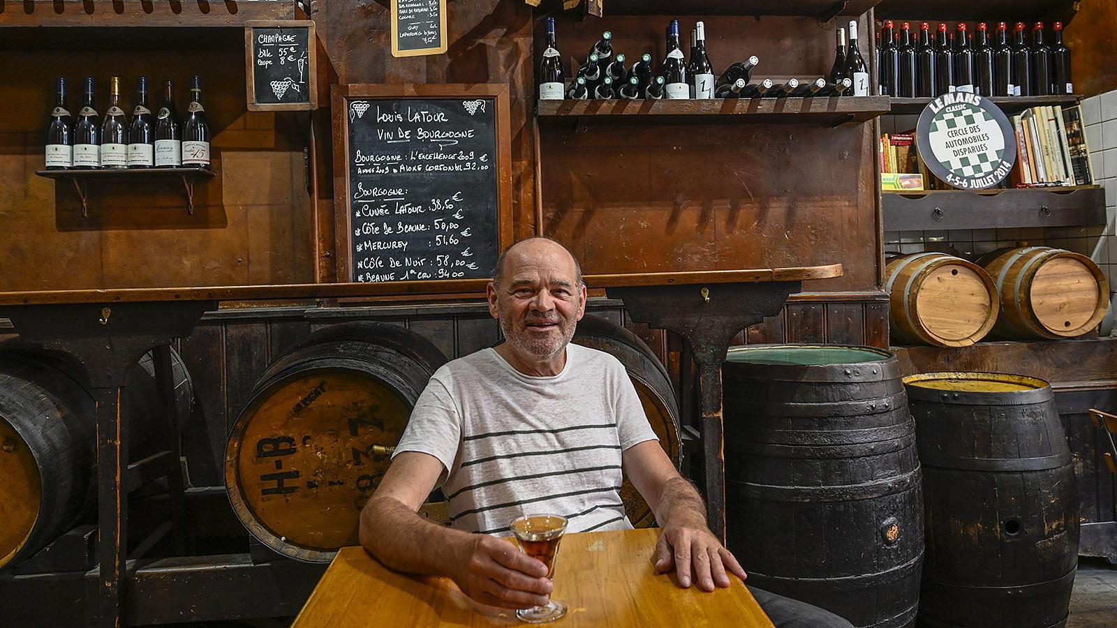 Toulouse: Patrick Mistou hat 1996 die Weinbar von 1889 erworben - und will ihren Geist auch im 21. Jahrhundert so authentisch wie einst bewahren. Foto: Hilke Maunder