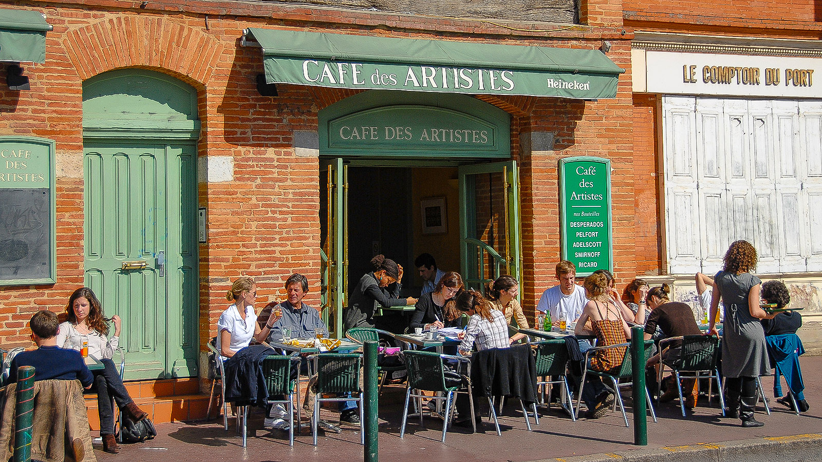 Toulouse: das Café des Artistes an der Place de la Daurade. Foto: Hilke Maunder