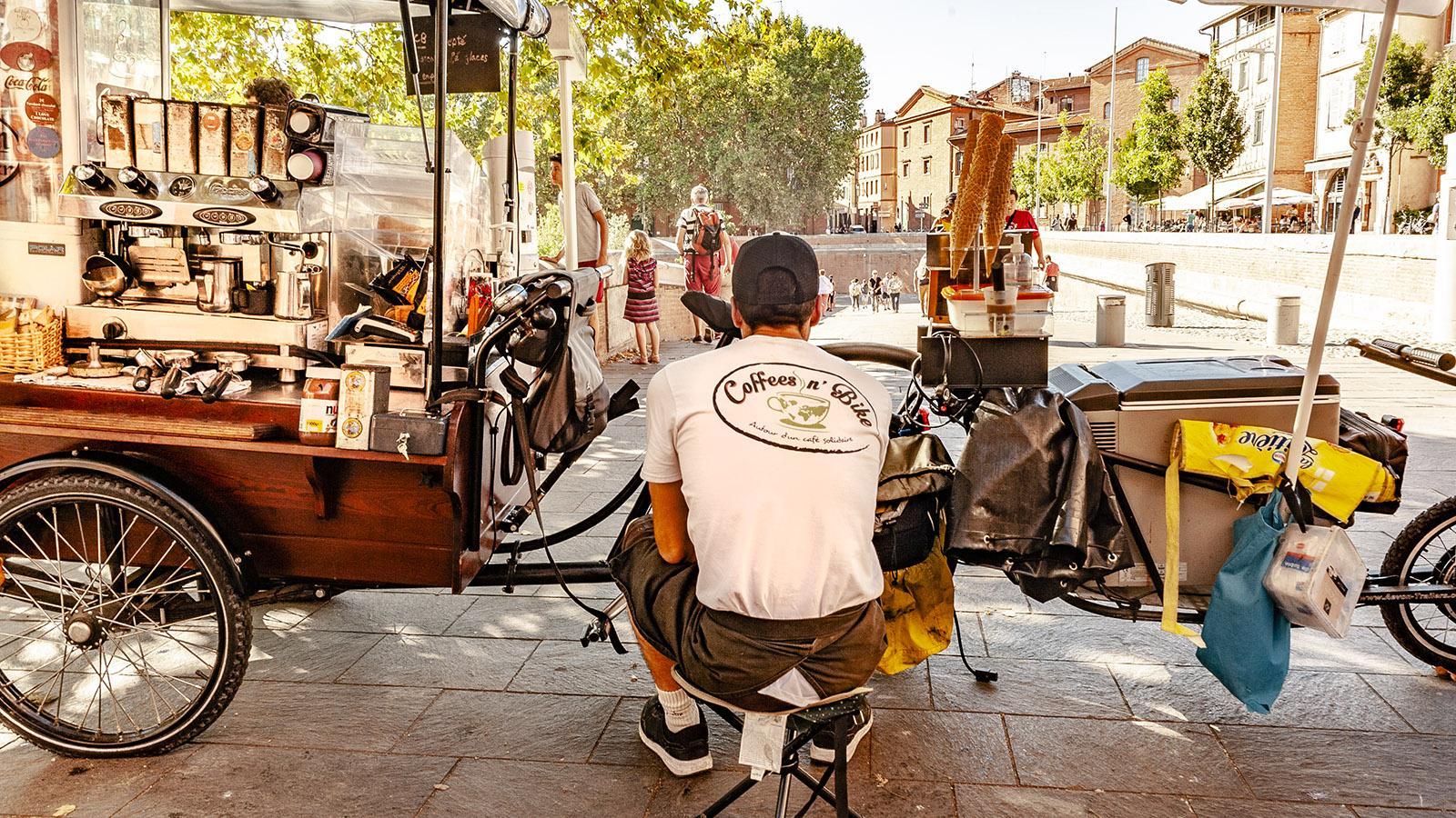 Am Garonne-Kai verkauft ein mobiles Fahrradcafé frisch gebrühten Kaffee. Foto: Hilke Maunder