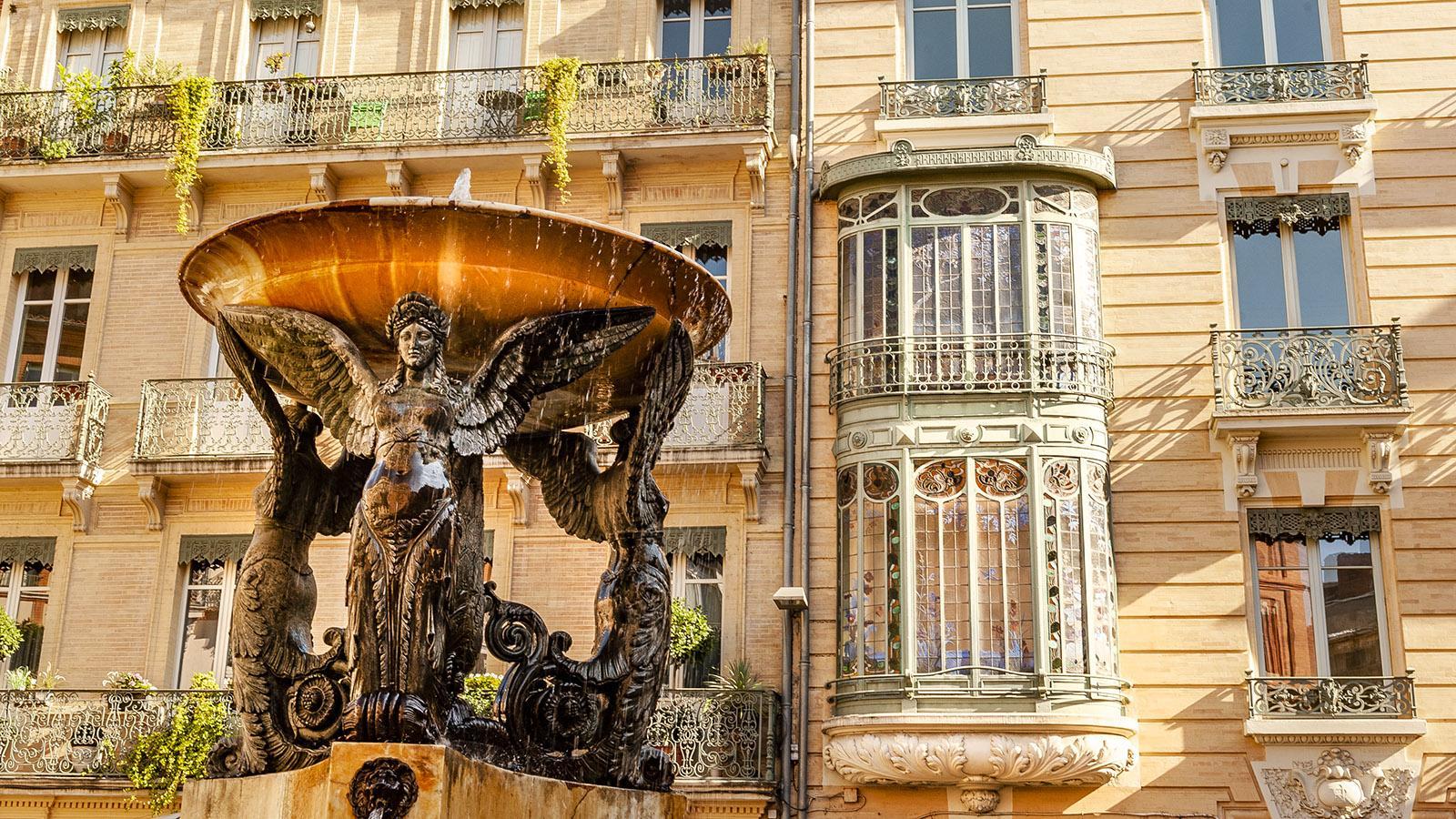 Toulouse: Auf vielen Plätzen sprudeln Brunnen. Und haben Cafés und Bars ihre Tische nach draußen gestellt... Foto: Hilke Maunder