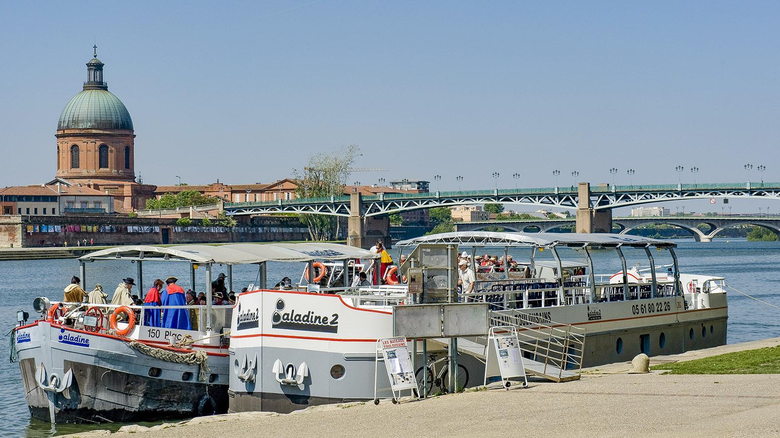 Am Garonne-Kai von Toulouse sind Ausflugs- und Restaurantschiffe vertäut. Foto: Hilke Maunder