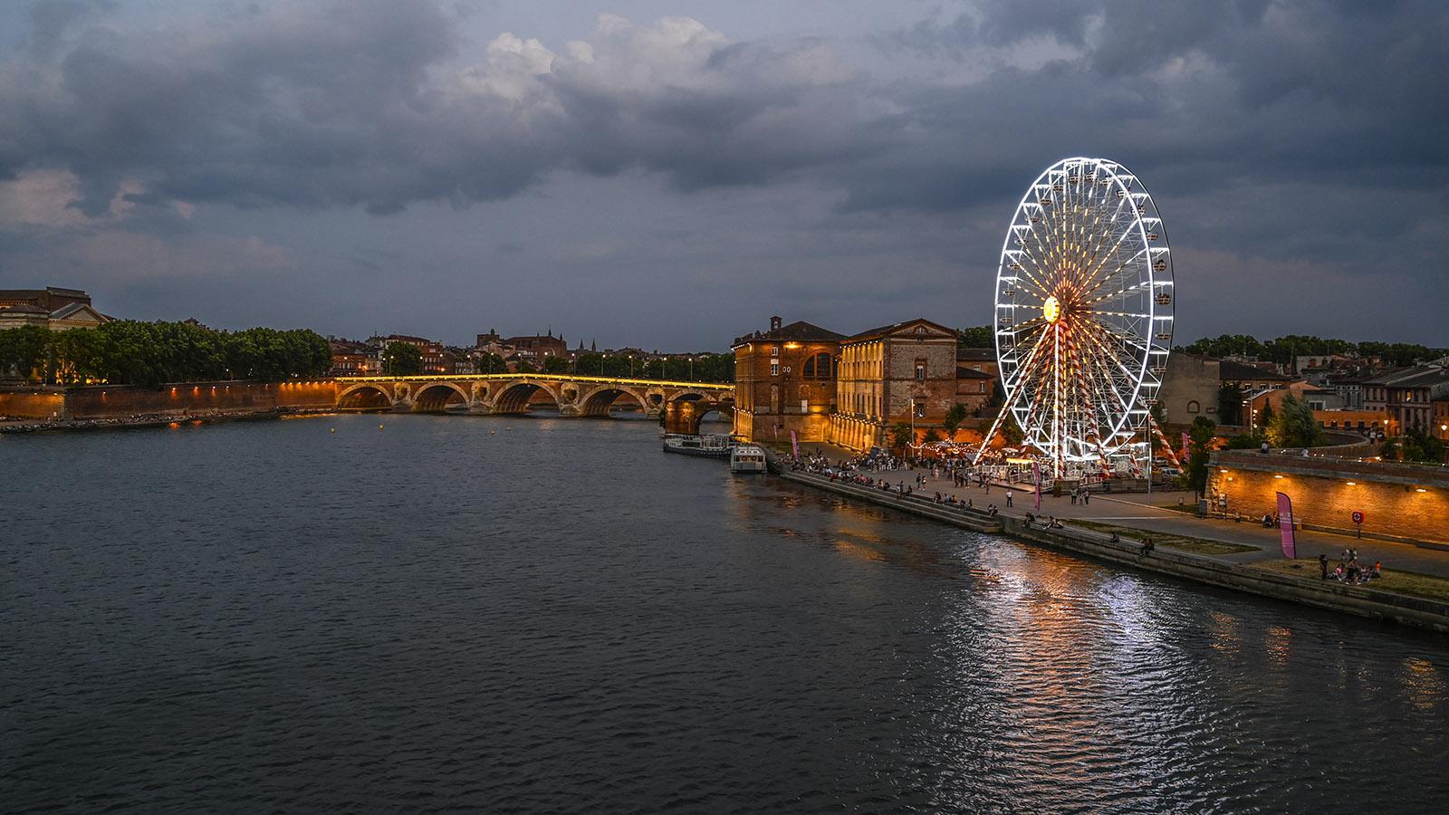 Toulouse: Blick auf Port Viguerie mit dem Riesenrad - dort steht es im Sommer bei Toulouse Plages. Foto: Hilke Maunder