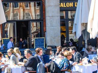 Toulouse: Terrassenlokal an der Place du Capitole. Foto: Hilke Maunder