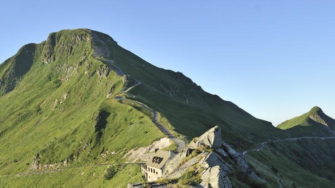 Mountain-Biking-Terrain: der Puy Mary. Foto: ATOUT France/Joël Damase