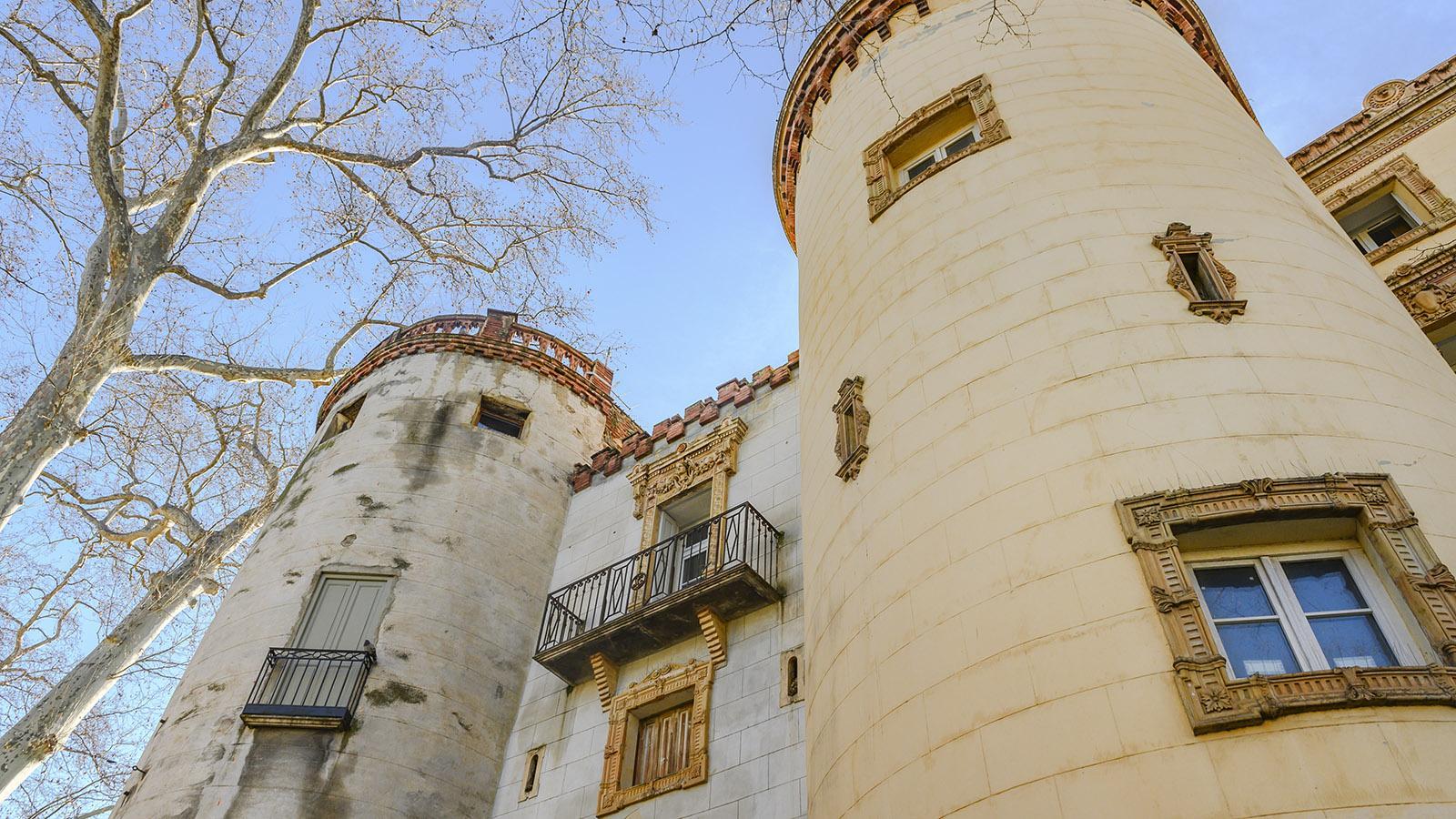 Céret: Ein mächtiges Torhaus gewährt am Boulevard Eingang zum Herz der Altstadt. Foto: Hilke Maunder
