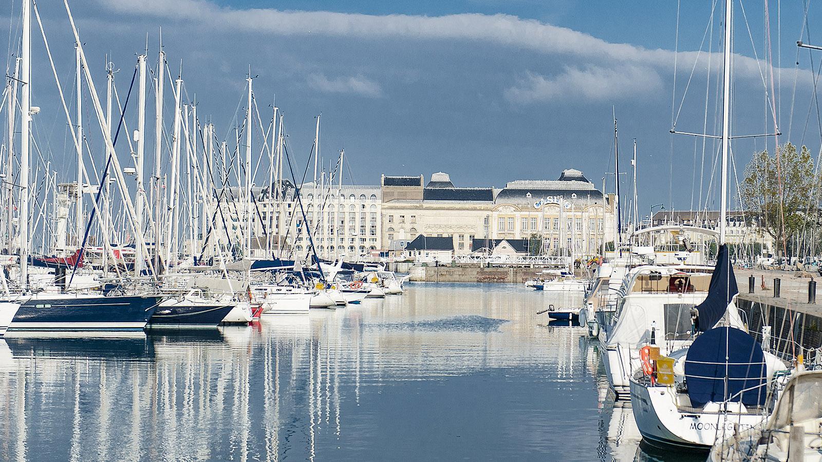 Côte Fleurie: der Hafen von Deauville. Foto: Hilke Maunder