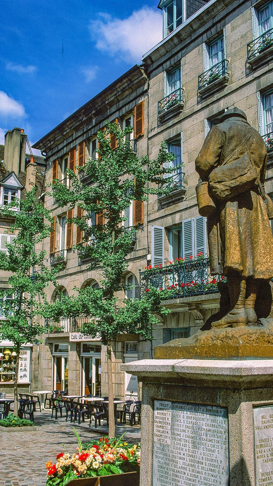Limousin: Aubusson: die Place de la Libération. Foto: Hilke Maunder