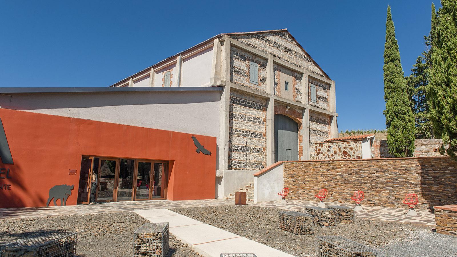 Lokales Erbe trifft globalen Zeitgeist: Das Weingut Mas Amiel setzt dies nicht nur in der Architektur, sondern auch bei der Komposition und Präsentation seiner Weine um. Foto: Hilke Maunder