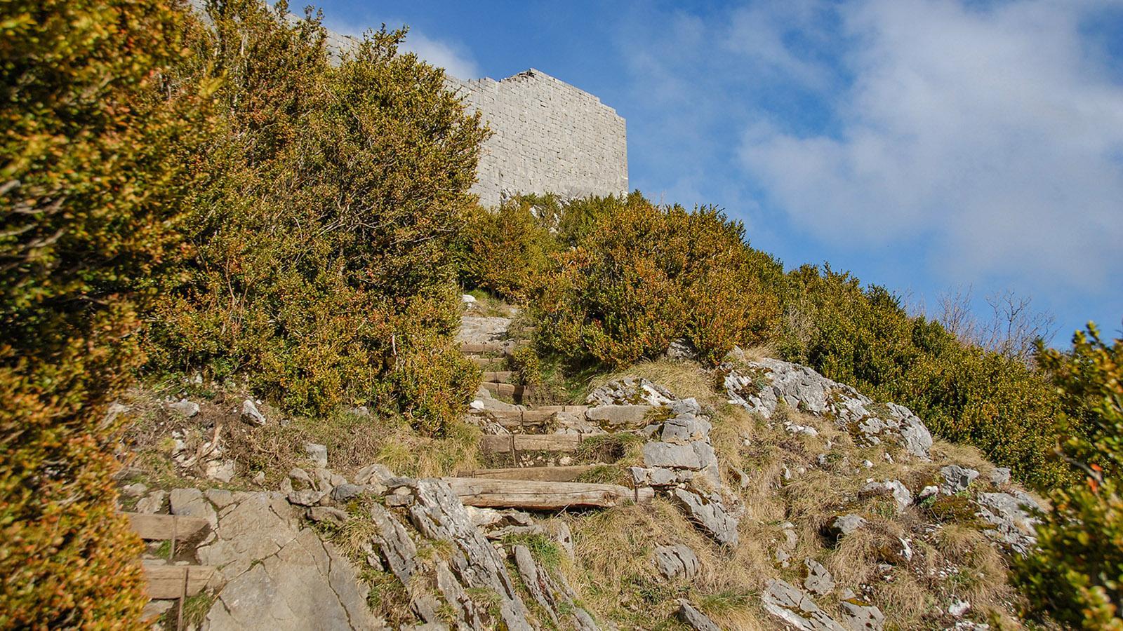 Der Aufstieg zur Katharerburg Montségur. Foto: Hilke Maunder