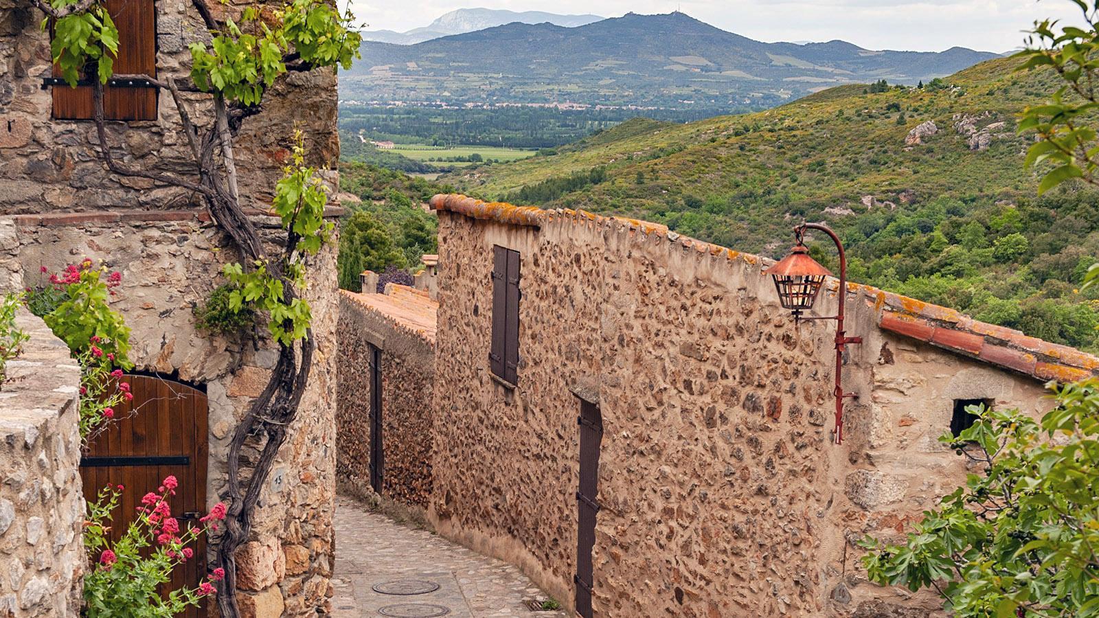 Im Vorland der Pyrenäen: Castelnou. Foto: Hilke Maunder