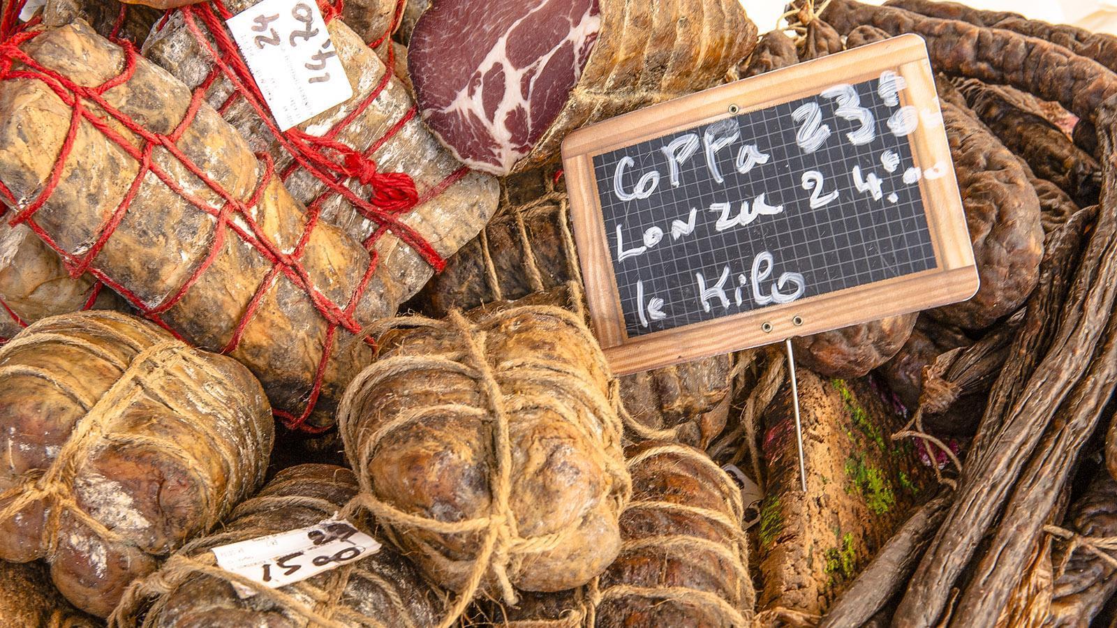L'Ile-Rousse: Lonzu und Coppa frisch vom Markt. Foto: Hilke Maunder
