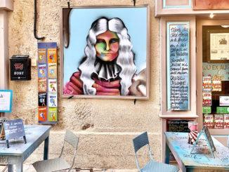 Pézenas: Molière allerorten - auch als Pop-Art im Café. Foto: Hilke Maunder