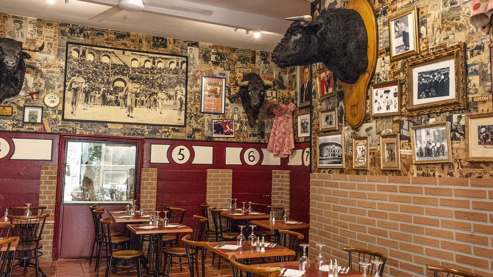 """Arles: Stier(kampf)ambiente im Restaurant """"Les Filles du 16"""". Foto: Hilke Maunder"""