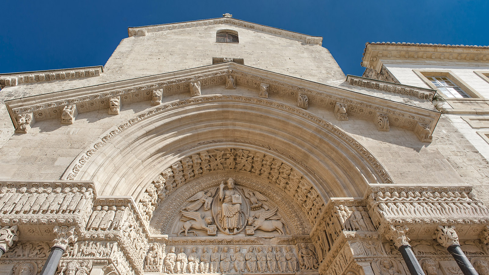 Arles: das Westportal der Cathédrale Saint-Trophime. Foto: Hilke Maunder