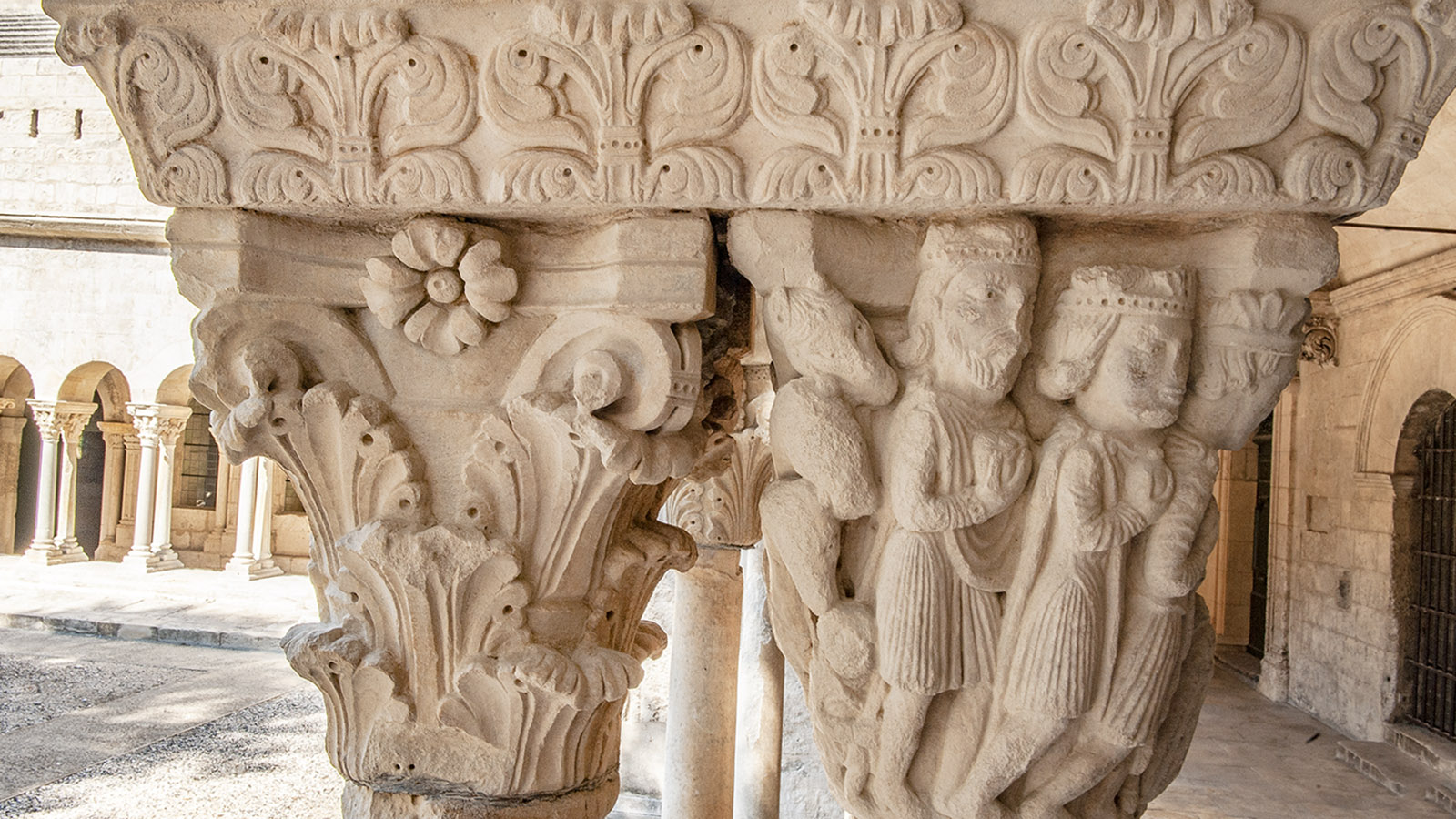 Arles: Steinmetzkunst im Kreuzgang von Saint-Trophime. Foto: Hilke Maunder