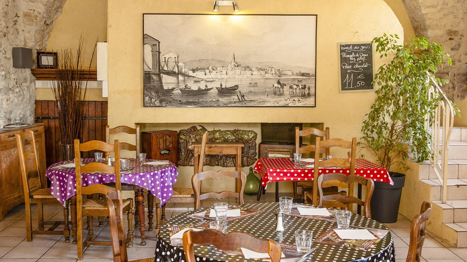 Bourg Saint-Andéol: der Speisesaal von La Cantine. Foto: Hilke Maunder