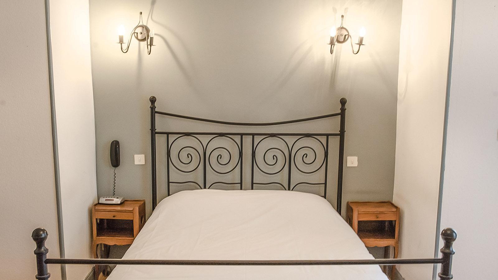 Bourg Saint-Andéol: ein Gästezimmer des Hotels Le Prieuré. Foto: Hilke Maunder