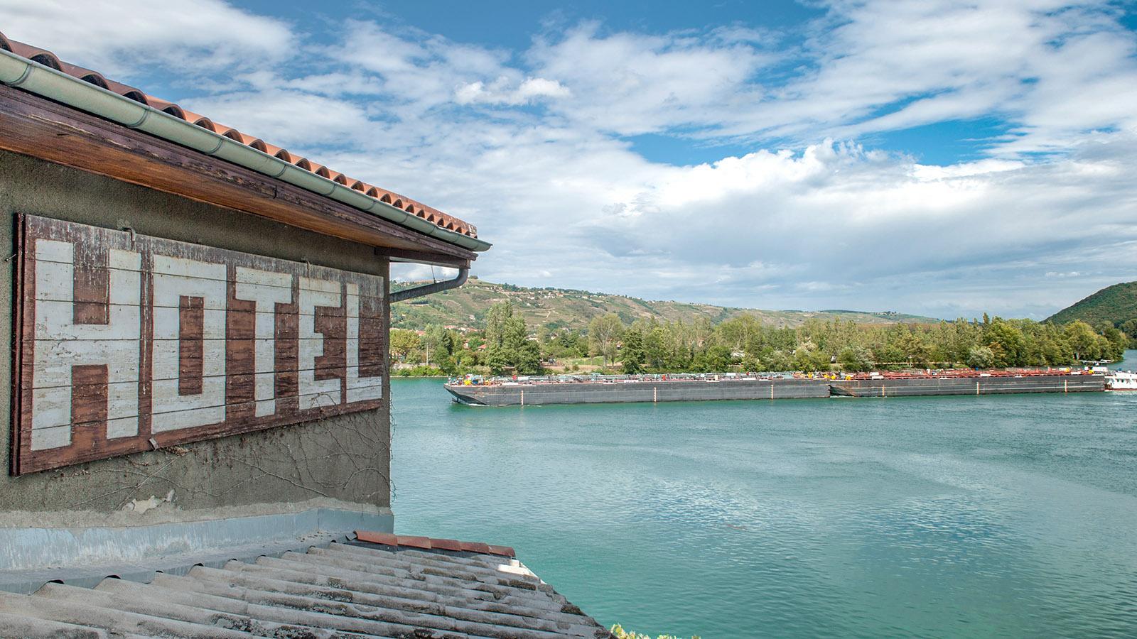 Vom Hôtel Bellevue blickt ihr auf die Rhône und einen kleinen Sportboothafen, Foto: Hilke Maunder