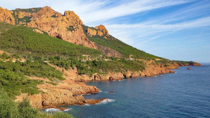 Die Küstze beim Esterel-Gebirge an der CÔte d'Azur. Foto: Hilke Maunder