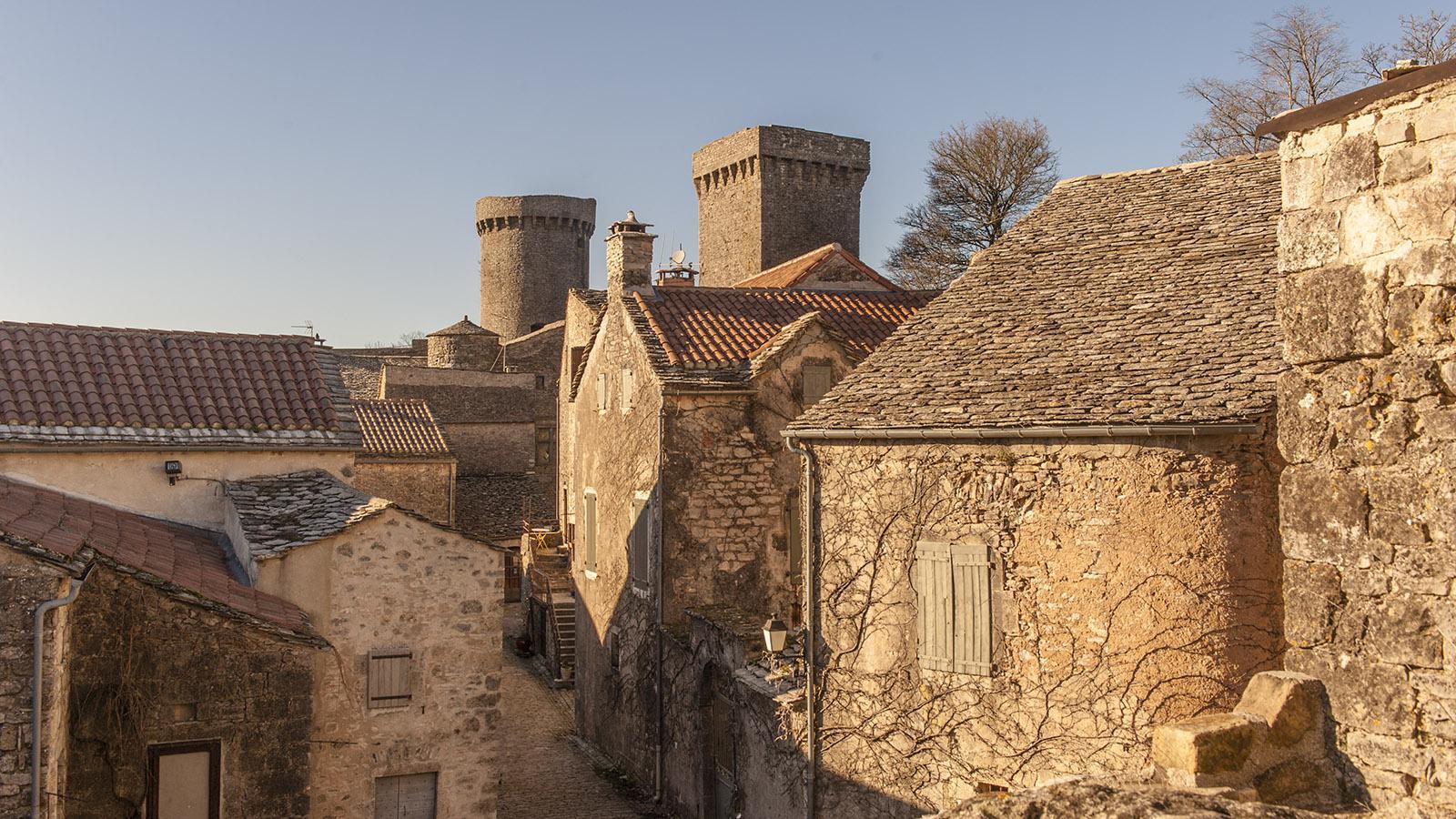Bei den Tempelrittern. Eine Wehrmauer mit Türmen umgibt La Couvertoirade. Foto: Hilke Maunder