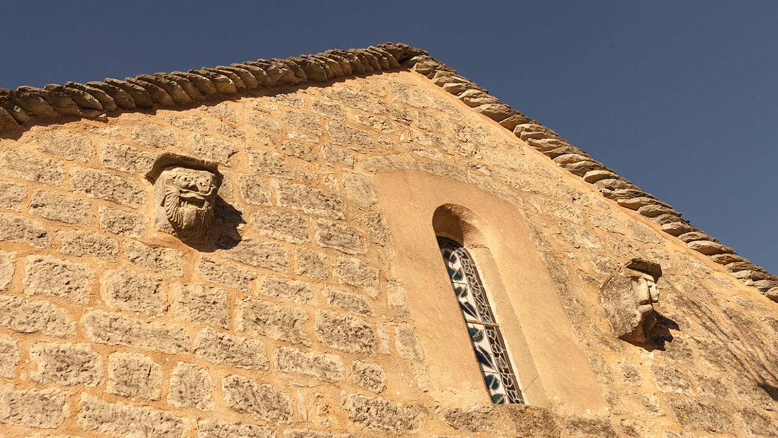 Fratzen schützen die kirchlichen Bauten der Tempelritter. Foto: Hilke Maunder
