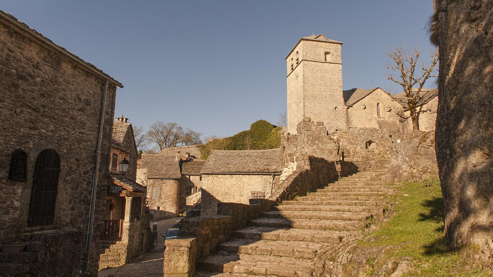 Bei den Tempelrittern. Aufstieg zur Kirche von La Couvertoirade. Foto: Hilke Maunder