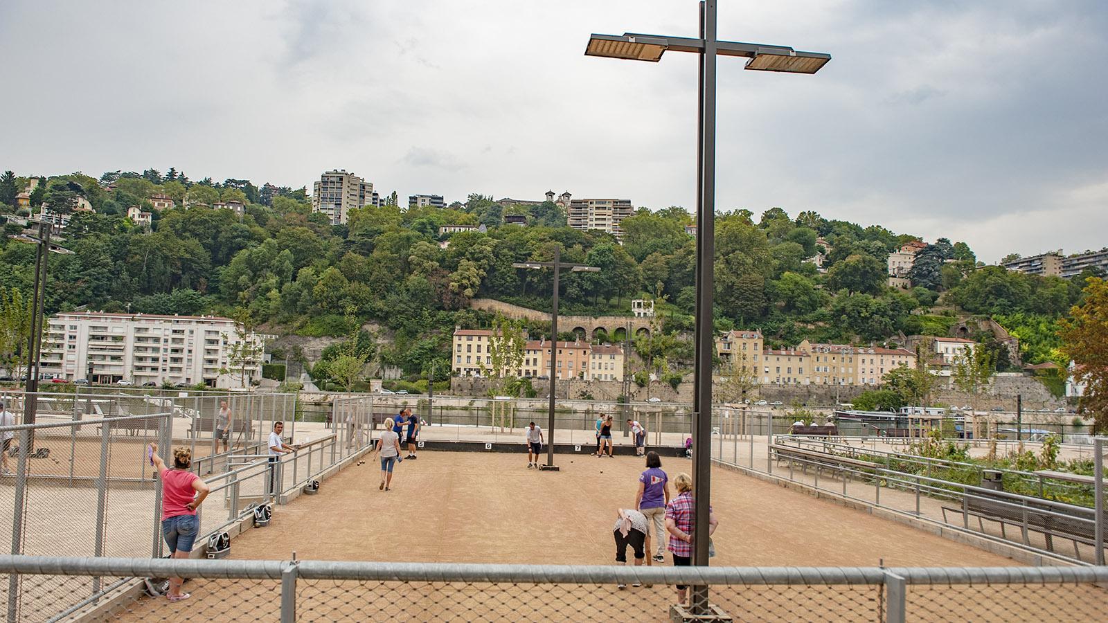 Die Ballsportfelder und Bouleplätze von La Confluence sind für alle geöffnet. Foto: Hilke Maunder