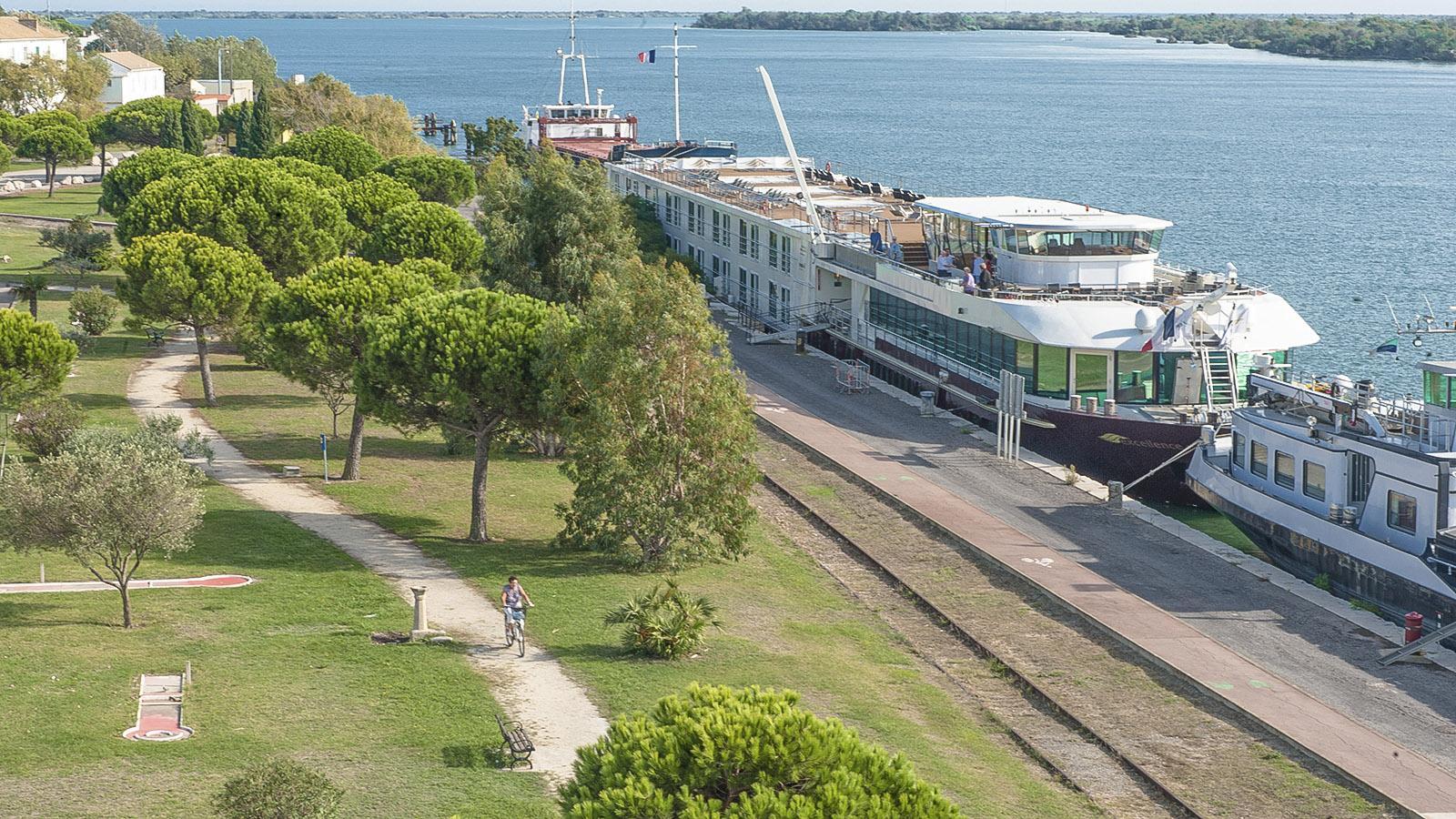 Port-Saint-Louis-du-Rhône: Am Kai machen die Rhône-Kreuzfahrtschiffe fest. Foto: Hilke Maunder