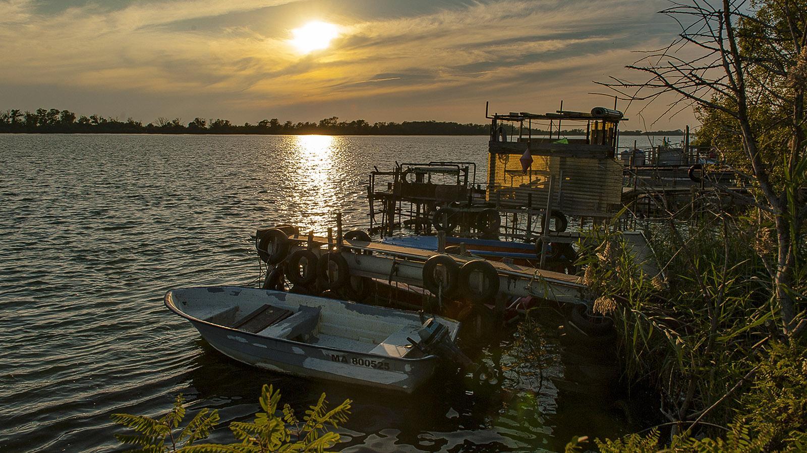 Sonnenuntergang über der Rhône in Port Saint-Louis-du-Rhône. Foto: Hilke Maunder